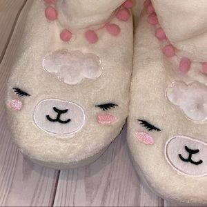 Justice Shoes - ♡ 3/$25 Justice Llama Slippers ♡